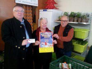 Herr Tillner, Marketing- Manager des Weihnachtszirkusses, Frau Burkhard und Herr Findt vom Vorstand der Landauer Tafel